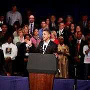 Obama rises his left hand during speech in Boston..fotos@gjrichardson.com