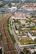 Nederland, Zuid-Holland, Dordrecht, 08-09-2006;  ; spoorbrug over de Oude Maas, spoorlijn Breda-Rotterdam, op de tegenover gelegen oever van de rivier Zwijndrecht; links van het spoor de Drechttunnel; binnenstad, verstedelijking, skyline, rails, trein, spoorweg; luchtfoto (toeslag); aerial photo (additional fee required); .foto Siebe Swart / photo Siebe Swart