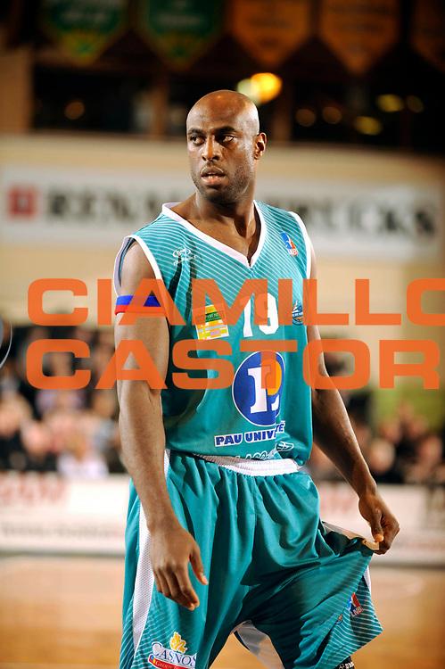 DESCRIZIONE : Ligue France Pro B Limoges Pau <br /> GIOCATORE : Joseph Georgi<br /> SQUADRA : Pau<br /> EVENTO : FRANCE Ligue  Pro B 2009-2010<br /> GARA : Limoges Pau<br /> DATA : 29/01/2010<br /> CATEGORIA : Basketball Pro B Action<br /> SPORT : Basketball<br /> AUTORE : JF Molliere par Agenzia Ciamillo-Castoria <br /> Galleria : France Ligue Pro B 2009-2010 <br /> Fotonotizia : France  Ligue France Pro B 2009-2010 Limoges Pau<br /> Predefinita :