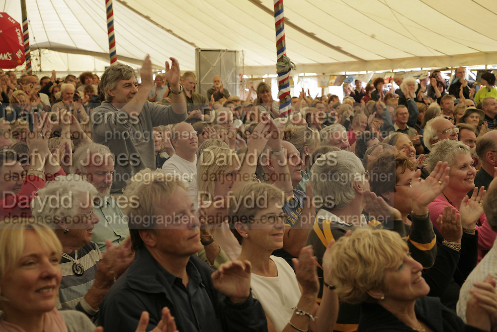 Ralph McTell audience, The Cornish Birthday party to Celebrate John Betjeman's Centenary. Carruan Farm. Polzeath. Conrwall. In aid of the new Padstow Lifeboat Station. 28 August 2006. ONE TIME USE ONLY - DO NOT ARCHIVE  © Copyright Photograph by Dafydd Jones 66 Stockwell Park Rd. London SW9 0DA Tel 020 7733 0108 www.dafjones.com