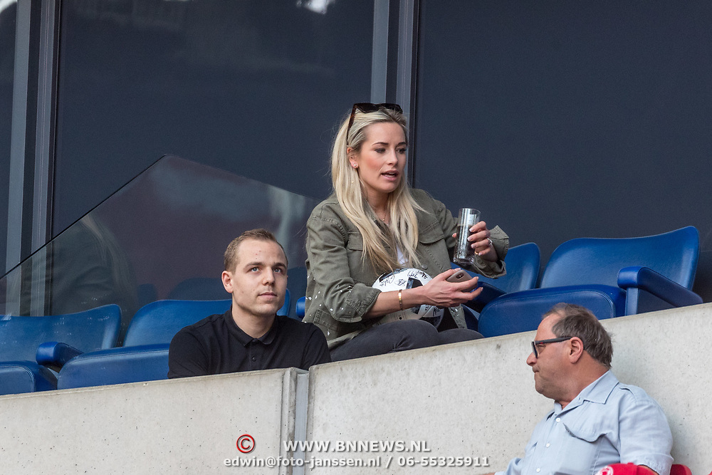 NLD/Amsterdam/20180408 - Ajax - Heracles, Anne-Sophie van Zweden  en kleinzoon Raphael