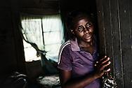 Zimbabwe,  Virginia Mutsikwi gift med Brave Mutsikwi har en lille ilegal forretning.