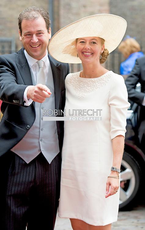 DEN HAAG - lodewijk asscher met zijn vrouw  Koning Willem-Alexander leest, met aan zijn zijde koningin Maxima, de troonrede voor op Prinsjesdag aan leden van de Eerste en Tweede Kamer in de Ridderzaal. Prinsjesdag 2015 . Elke derde dinsdag van september is het Prinsjesdag, de feestelijke opening van het nieuwe werkjaar van de Staten-Generaal (de Eerste en Tweede Kamer). Zijne Majesteit de Koning rijdt op Prinsjesdag in de Gouden Koets naar het Binnenhof in Den Haag en spreekt tijdens de verenigde vergadering van de Staten-Generaal in de Ridderzaal de troonrede uit.COPYRIGHT ROBIN UTRECHT