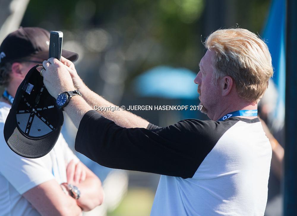 BORIS BECKER macht ein Foto mit seinem Mobiltelefon<br /> <br /> Australian Open 2017 -  Melbourne  Park - Melbourne - Victoria - Australia  - 15/01/2017.