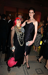 Left to right, ZANDRA RHODES and ERIN O'CONNOR at the British Fashion Awards 2006 sponsored by Swarovski held at the V&A Museum, Cromwell Road, London SW7 on 2nd November 2006.<br />