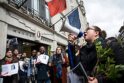 © Licensed to London News Pictures. 16/04/2018. London, UK. Demonstrators gather outside the Malta High Commission to hold a vigil marking the six month anniversary of the murder of Maltese journalist Daphne Caruana Galizia. It is believed she was murdered due to her work as an investigative journalist. Demonstrators held bay leaves, as the name 'Daphne' is the personification of the laurel in Greek mythology. Photo credit : Tom Nicholson/LNP