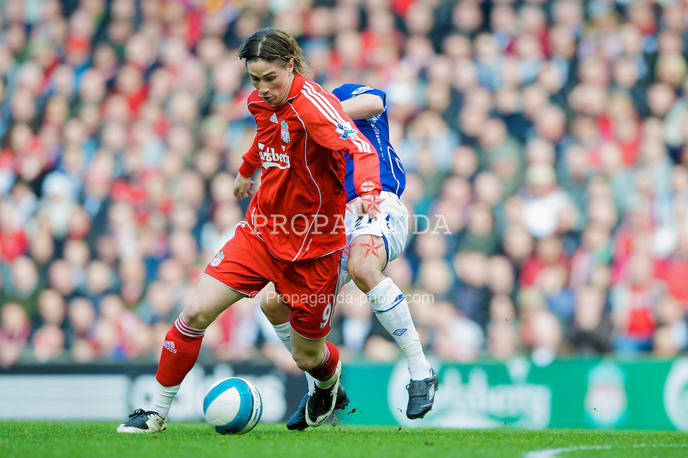 LIVERPOOL, ENGLAND - Sunday, March 30, 2008: Liverpool's Fernando Torres in action against Everton during the 207th Merseyside derby, in the Premiership match at Anfield. (Photo by David Rawcliffe/Propaganda)