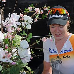 03-08-2014: Wielrennen: Profronde van Tiel: Tiel<br /> Internationaal dames criterium van Tiel; Anna van der Breggen wint met overmacht door nagenoeg alle rensters ten minste 1 maal te dubbelen.