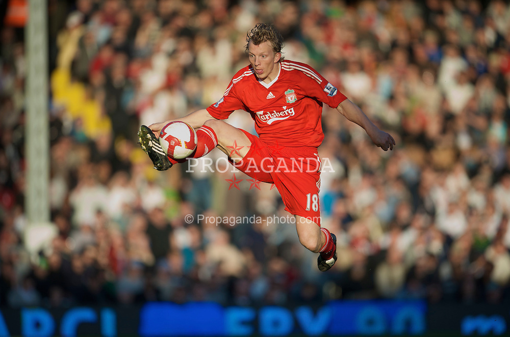 LONDON, ENGLAND - Saturday, April 4, 2009: Liverpool's Dirk Kuyt in action against Fulham during the Premiership match at Craven Cottage. (Pic by David Rawcliffe/Propaganda)