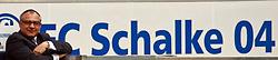 24.04.2010, Veltins-Arena, Gelsenkirchen, GER, FBL 09 10, FC Schalke 04 vs Werder Bremen, im Bild Felix Magath (Trainer Schalke 04) auf der Bank. EXPA Pictures © 2010, PhotoCredit: EXPA/ nph/  Arend / SPORTIDA PHOTO AGENCY