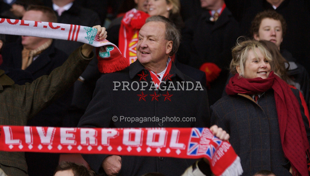 LIVERPOOL, ENGLAND - Sunday, December 16, 2007: Liverpool's co-owner Tom Hicks and wife during the Premiership match against Manchester United at Anfield. (Photo by David Rawcliffe/Propaganda)
