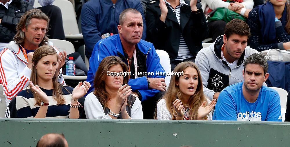 French Open 2011, Roland Garros,Paris,ITF Grand Slam Tennis Tournament,.Andy Murray Freundin Kim Sears (unten rechts aussen) applaudiert, dahinter sitzt Trainer,coach Ivan Lendl (blaue Jacke),Spieler Loge,Zuschauer,.Querformat,Feature,