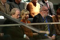 17 OCT 2003, BERLIN/GERMANY:<br /> Manfred Bissinger, Journalist und Verleger, Doris Schroeder-Koepf, Kanzlergattin, und Heiko Gebhardt, Senator Film, (v.L.n.R.), verfolgen am Hochzeitstag der Schroeders die Bundestagsdebatte von der Zuschauertribuehne aus, Deutscher Bundestag<br /> IMAGE: 20031017-01-073<br /> KEYWORDS: Doris Schöder-Köpf, Doris Schröder