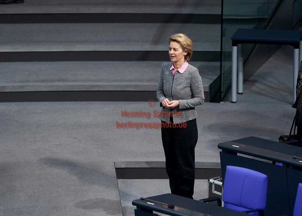Verteidigungsministerin Ursula von der Leyen (CDU) im Bundestag  in Berlin.Thema im Bundestag u.a.  Familiennachzug zu subsidiär Schutzberechtigten / 01022018,DEU,Deutschland,Berlin