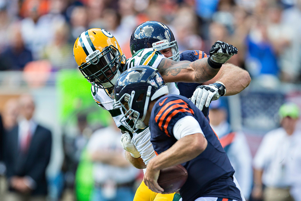 CHICAGO, IL - SEPTEMBER 13:  Julius Peppers #56 of the Green Bay Packers fights through a block to sack Jay Cutler #6 of the Chicago Bears at Soldier Field on September 13, 2015 in Chicago, Illinois.  The Packers defeated the Bears 31-23.  (Photo by Wesley Hitt/Getty Images) *** Local Caption *** Julius Peppers; Jay Cutler