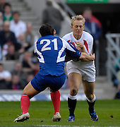 Twickenham, GREAT BRITAIN, Shane GERAGHTY, braced ready for Lionel BEAXIS's challenge, during the England vs France Six Nations Rugby International at Twickenham Stadium England on Sunday 11.03.2007,  [Photo Peter Spurrier/Intersport Images]
