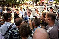 24 AUG 2004, PRIZREN/KOSOVO:<br /> Franz Muentefering, SPD Partei- und Fraktionsvorsitzender, gibt der einheimischen Presse ein kruzes Statement, waehrend einem Rundgang durch die Innenstadt von Prizren, im Rahmen des Besuchs des Deutschen Einsatzkontingents der Kosovo Force, KFOR<br /> IMAGE: 20040824-01-074<br /> KEYWORDS: Franz Müntefering, Journalisten, Journalist, Pressekonferenz, Mikrofon, microphone