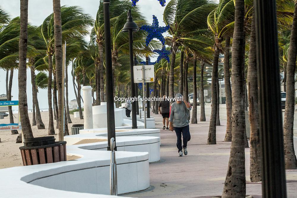 20151122 Fort Lauderdale  Florida USA <br /> Morgon promenad vid<br /> FT Lauderdale beach<br /> <br /> <br /> FOTO : JOACHIM NYWALL KOD 0708840825_1<br /> COPYRIGHT JOACHIM NYWALL<br /> <br /> ***BETALBILD***<br /> Redovisas till <br /> NYWALL MEDIA AB<br /> Strandgatan 30<br /> 461 31 Trollh&auml;ttan<br /> Prislista enl BLF , om inget annat avtalas.