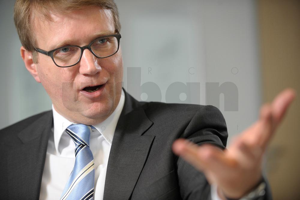03 JAN 2008, BERLIN/GERMANY:<br /> Ronald Pofalla, CDU Generalsekretaer, waehrend einem Interview, in seinem Buero, Konrad-Adenauer-Haus<br /> IMAGE: 20080103-01-006