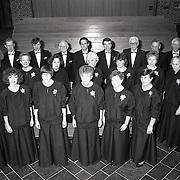 NLD/Huizen/19900120 - Dirigent van zangkoor de Zenderkantorij