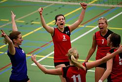 31-01-2013 VOLLEYBAL: BEKER VVC VUGHT - EUROSPED : VUGHT <br /> VVC Vught biedt goed partij, maar verliest uiteindelijk met 3-1, een moment van vreugde/ Loes van der Veen, Fiona Reinaerts, Marije Morren<br /> ©2012-FotoHoogendoorn.nl / Pim Waslander
