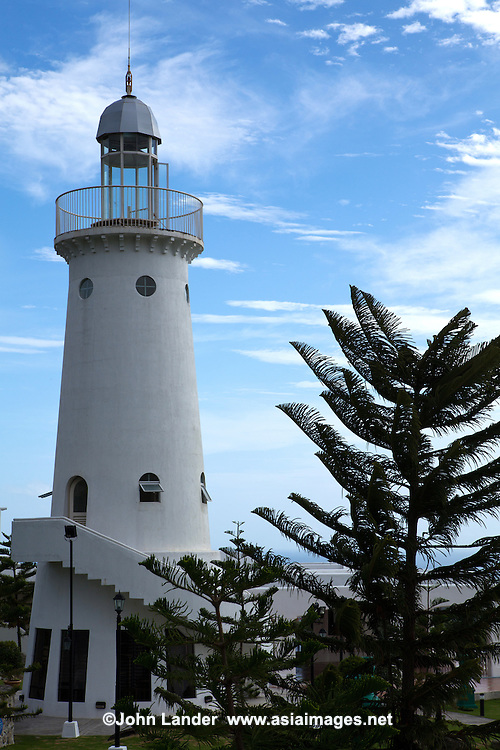 Tierra Alta Lighthouse is actually a part of the Tierra Alta Club House, in a housing development of the same name. Because of its high terrain, there are expansive views of the town of Dumaguete below, ocean and nearby Visayan Islands, and cool breezes.