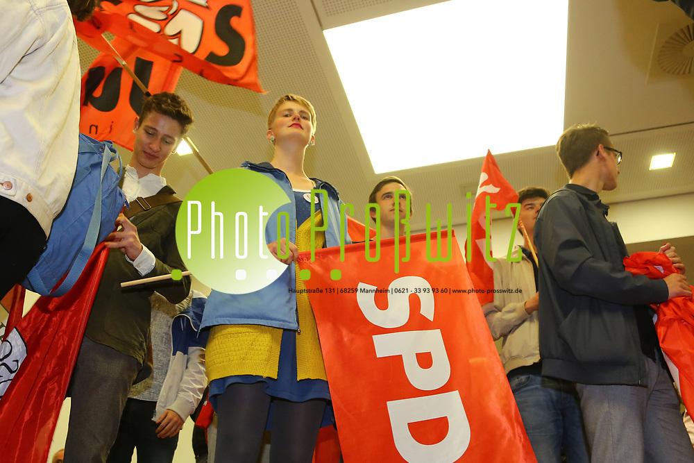 Mannheim. 24.09.17 | ID 073 |<br /> Innenstadt. Abendakademie. Wahl. Bundestagswahl 1017. Wahlparty zur Wahl.<br /> Feature und erste Reaktionen.<br /> - Jusos (SPD) Jugend der SPD<br /> (linke) zieht in den Bundestag ein.<br /> Bild: Markus Pro&szlig;witz 24SEP17 / masterpress