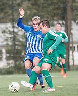 FODBOLD: Mikkel Fahlen (Karlslunde IF) og Sebastian Jensen (Fredensborg) under kampen i Danmarksserien mellem Karlslunde IF og Fredensborg BI den 4. november 2017 på Karlslunde Stadion. Foto: Claus Birch