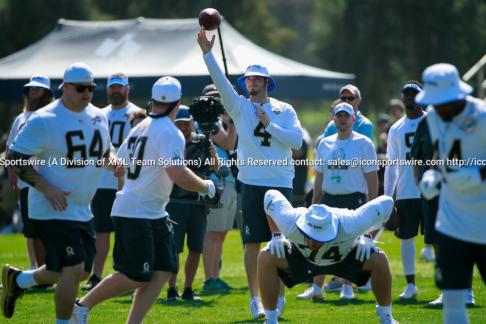 January 29 2016: Team Rice Derek Carr during the Pro Bowl practice at Turtle Bay Resort on Oahu, HI. (Photo by Aric Becker/Icon Sportswire)
