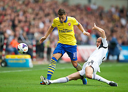 28.09.2013, Liberty Stadion, Swansea, ENG, Premier League, Swansea City vs FC Arsenal, 6. Runde, im Bild Arsenal's Mesut Ozil in action against Swansea City's Jonjo Shelvey during the English Premier League 6th round match between Swansea City AFC and Arsenal FC at the Liberty Stadium, Swansea, Great Britain on 2013/09/28. EXPA Pictures © 2013, PhotoCredit: EXPA/ Propagandaphoto/ David Rawcliffe<br /> <br /> ***** ATTENTION - OUT OF ENG, GBR, UK *****