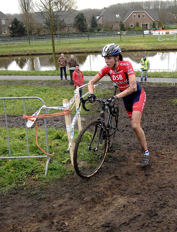 06-01-2007 WIELRENNEN: NK VELDRIJDEN VROUWEN: WOERDEN<br /> Linda van Rijen<br /> &copy;2007-WWW.FOTOHOOGENDOORN.NL