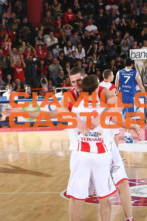 DESCRIZIONE : Teramo Lega A1 2008-09 Bancatercas Teramo NGC Cantu<br /> GIOCATORE : Valerio Amoroso <br /> SQUADRA : Bancatercas Teramo <br /> EVENTO : Campionato Lega A1 2008-2009<br /> GARA : Bancatercas Teramo NGC Cantu<br /> DATA : 01/03/2009<br /> CATEGORIA : Esultanza<br /> SPORT : Pallacanestro<br /> AUTORE : Agenzia Ciamillo-Castoria/C.De Massis<br /> Galleria : Lega Basket A1 2008-2009<br /> Fotonotizia : Teramo Campionato Italiano Lega A1 2008-2009 Bancatercas Teramo NGC Cantu<br /> Predefinita :