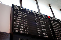 A display shows the departure times of trains leaving from the Palermo train station. The Trinacria express train is a historical train from Palermo, Sicily, to Milan, symbol of the emigration from South to the North.  From December 11th 2011 16 train connecting Southern Italy to the North will be cancelled by Trenitalia, the state-owned train operator in Italy. ### Un display indica gli orari delle partenze dei treni dalla stazione di Palermo. Il Trinacria è un treno storico che ha collegato Palermo e Milano, simbolo dell'emigrazione verso Nord. Dall'11 dicembre 2011 16 treni che collegano il Sud al Nord Italia verranno soppressi da Trenitalia.