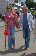 Rod Stewart and his fiancee Penny Lancaster. Royal Horticultural Society's Chelsea Flower Show, Royal Hospital's grounds. Chelsea. 23 May 2005.  ONE TIME USE ONLY - DO NOT ARCHIVE  © Copyright Photograph by Dafydd Jones 66 Stockwell Park Rd. London SW9 0DA Tel 020 7733 0108 www.dafjones.com