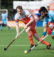 WAALWIJK -  RABO SUPER SERIE. Seve van Ass (Ned) met Manpreet Singh (Ind)   tijdens  de hockeyinterland heren  Nederland-India,  ter voorbereiding van het EK,  dat vrijdag 18/8 begint.  COPYRIGHT KOEN SUYK