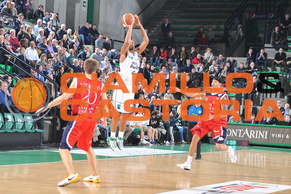 DESCRIZIONE : Treviso Lega A 2010-11 Benetton Treviso Angelico Biella<br /> GIOCATORE : Devin Smith<br /> SQUADRA : Benetton Treviso<br /> EVENTO : Campionato Lega A 2010-2011 <br /> GARA : Benetton Treviso Angelico Biella<br /> DATA : 11/12/2010<br /> CATEGORIA : Tiro Three Points<br /> SPORT : Pallacanestro <br /> AUTORE : Agenzia Ciamillo-Castoria/M.Gregolin<br /> Galleria : Lega Basket A 2010-2011 <br /> Fotonotizia : Treviso Lega A 2010-11 Benetton Treviso Angelico Biella<br /> Predefinita :