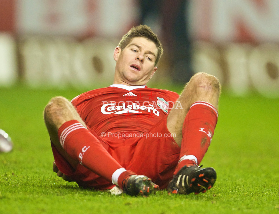 WOLVERHAMPTON, ENGLAND - Tuesday, January 26, 2010: Liverpool's captain Steven Gerrard MBE looks dejected after missing a chance against Wolverhampton Wanderers during the Premiership match at Molineux. (Photo by David Rawcliffe/Propaganda)