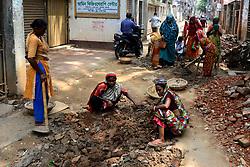 May 27, 2019 - Dhaka, Bangladesh - Bangladeshi women daily labor works in a road construction side in Dhaka, Bangladesh, on May 27, 2019. Each woman labor earns 500 taka or 6 US Dollar par day. (Credit Image: © Str/NurPhoto via ZUMA Press)