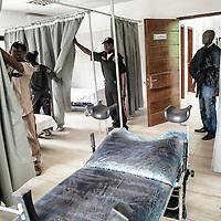 """23/07/2014. Conakry. Guinée Conakry.  Visite de la maternité """"Bernard Kouchner"""", inaugurée en mars 2014 elle n'est toujours pas fonctionnelle. ©Sylvain Cherkaoui/Cosmos pour M le magazine du Monde"""