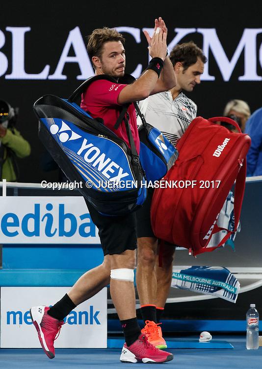 STAN WAWRINKA (SUI) gapplaudiert und bedankt sich beim Publikum,ROGER FEDERER steht im Hintergrund<br /> <br /> Australian Open 2017 -  Melbourne  Park - Melbourne - Victoria - Australia  - 26/01/2017.