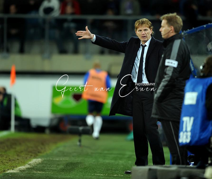 21-02-2009 Voetbal:SC Heerenveen:Willem II:Heerenveen<br /> Fons Groenendijk is woedend na de 0-2 waarbij een overtreding aan vooraf zou zijn gegaan<br /> Foto: Geert van Erven