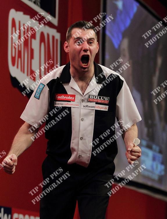 LADBROKES.COM PDC WORLD CHAMPIONSHIP 2012- CHRIS SARGEANT- TIPTOPPICS - 1st round.