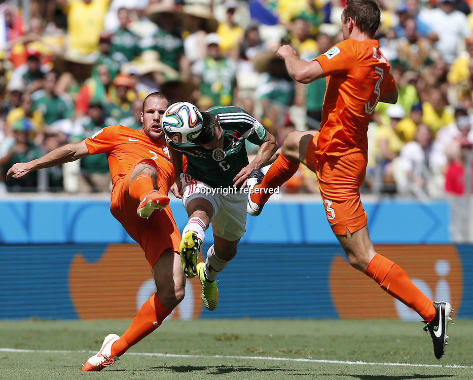 29.06.2014. Fortaleza, Brazil. Mexicos Hector Herrera (C) challenges for the ball during a Round of 16 match between Netherlands and Mexico of 2014 FIFA World Cup at the Estadio Castelao Stadium in Fortaleza, Brazil, on June 29, 2014.