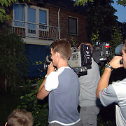 Huiszoeking OM + EOD woning Volkert van der Graaf Esdoornlaan 10 Harderwijk, cameraploegen, journalisten