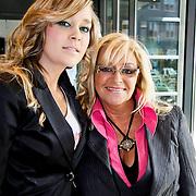 NLD/Hilversum/20100402 - Start Sterren.nl radiostation, Corry Konings en dochter Sharona