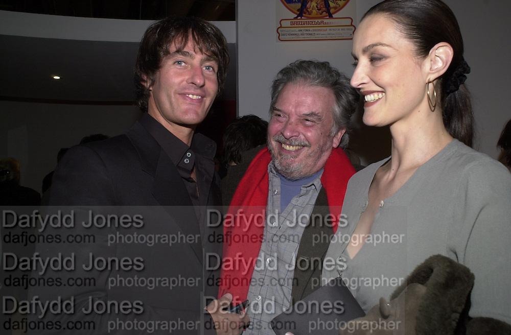 Tim Jeffries, Mr. and Mrs. David bailey. Pop art exhibition opening. Pompidou Centre. Paris. 13 march 2001. © Copyright Photograph by Dafydd Jones 66 Stockwell Park Rd. London SW9 0DA Tel 020 7733 0108 www.dafjones.com