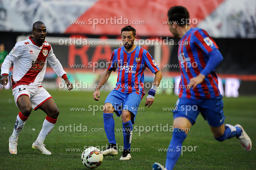 28.02.2015, Campo de Futbol, Madrid, ESP, Primera Division, Rayo Vallecano vs Levante UD, 25. Runde, im Bild Rayo Vallecano&acute;s Gael Kakuta and Levante UD&acute;s Jose Luis Morales Nogales // during the Spanish Primera Division 25th round match between Rayo Vallecano and Levante UD at the Campo de Futbol in Madrid, Spain on 2015/02/28. EXPA Pictures &copy; 2015, PhotoCredit: EXPA/ Alterphotos/ Luis Fernandez<br /> <br /> *****ATTENTION - OUT of ESP, SUI*****
