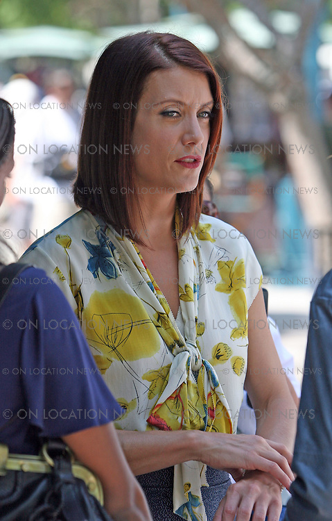 SANTA MONICA, CALIFORNIA - TUESDAY 9TH SEPTEMBER 2008. NON EXCLUSIVE: Kate Walsh shooting scenes for her hit TV Show 'Private Practice' on the 3rd St Promenade in Santa Monica. Photograph: On Location News. Sales: Eric Ford 1/818-613-3955 info@OnLocationNews.com