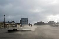 Westerstorm aan de kust bij Katwijk