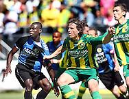 18-05-2008 Voetbal:ADO DEN HAAG:RKC Waalwijk:Waalwijk<br /> Daryl Janmaat trekt onder toeziend oog van Kum aan het shirt van Benson<br /> Foto: Geert van Erven
